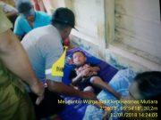 Bhabinkamtibmas Polsek Salang Polres Simeulue,  Membantu Warga Desa Binaanya Ke Pukesmas.
